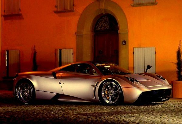 Pagani-Huayra-2012-wallpaper-2
