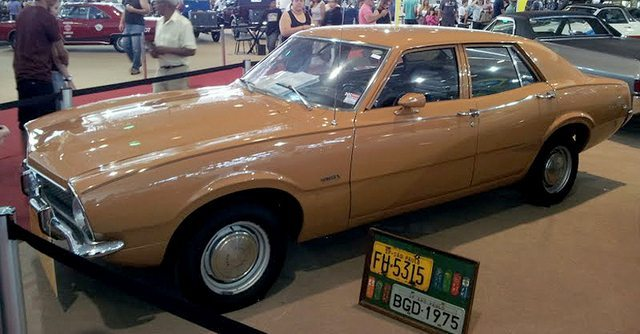 02-1975_Ford_Maverick_Super_4dr