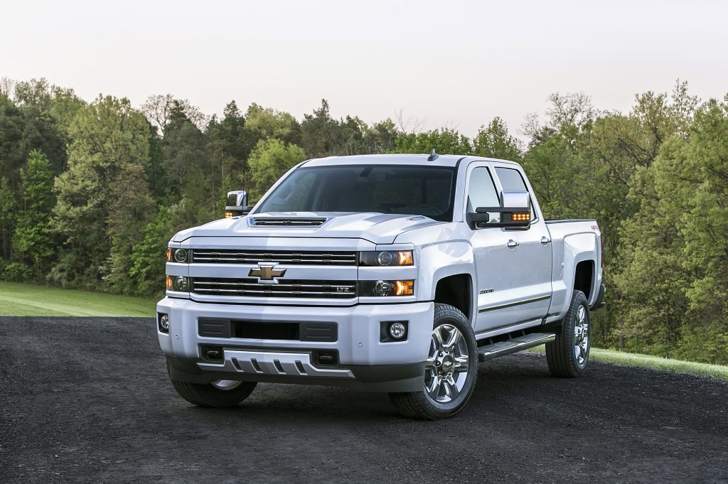 The 2017 Chevrolet Silverado HD features an all-new, patented air intake system. Marked by a dramatic hood scoop, the system drives cool, dry air into the engine for sustained performance and cooler air temperatures during difficult driving conditions.